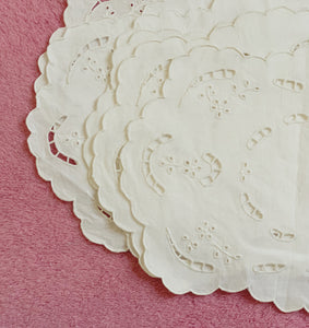 VINTAGE COTTON DOILY