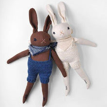 MEDIUM RABBIT IN KNITS
