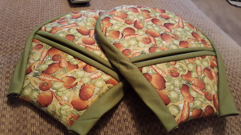 Oven mitts by Kathleen