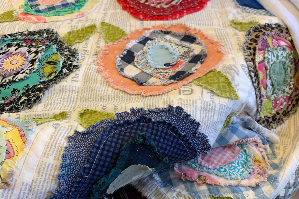 DIY Benzley's Frayed Flower Quilt