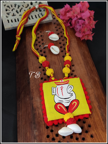 Ganesha Shankh Hand Painted Handicraft Fabric Necklace Set