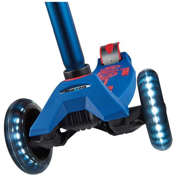 Maxi Micro Deluxe LED Kickboard Scooter Blue