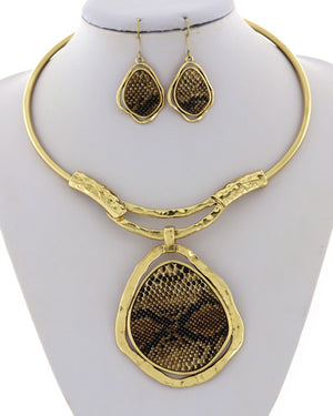 Gold/Snake Skin Choker Pendant Necklace Set