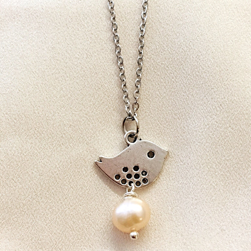 Cute Bird and Pearl necklace