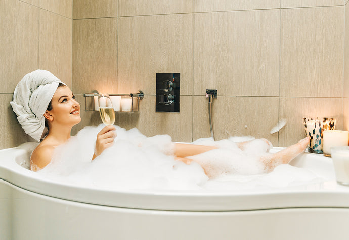 6 Sexy Tips for an Intoxicating and Erotic Bath