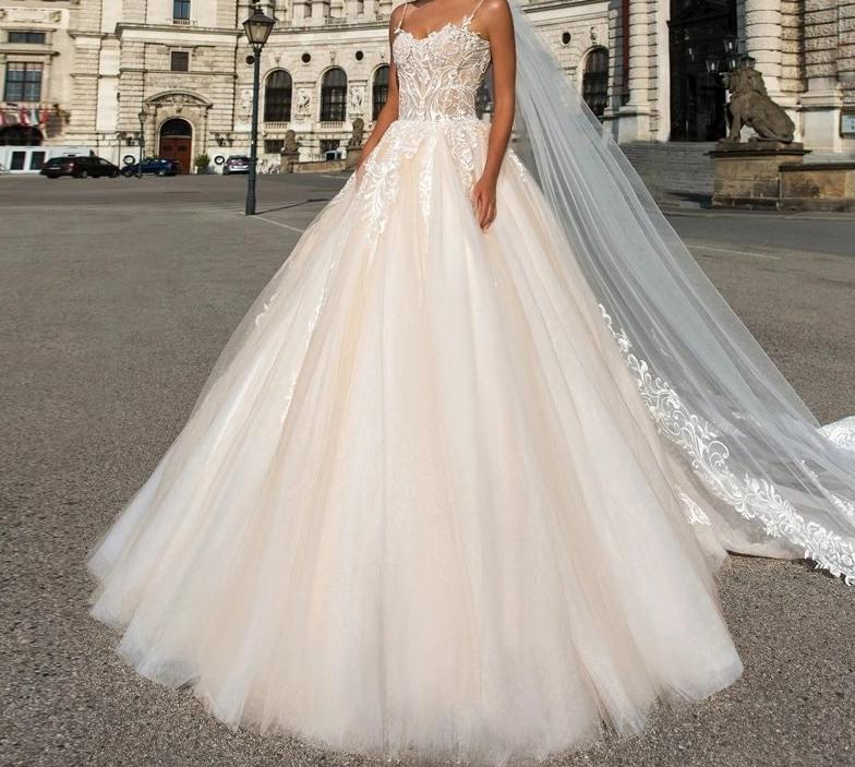 Appliques & Lace with Tulle  Backless Spaghetti Strap vestido de noiva Wedding Dress