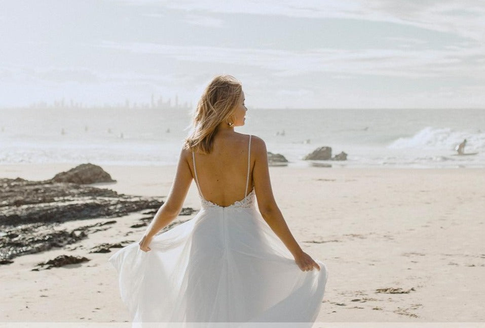 Flowing Boho Beach Tulle Open Back A Line Wedding Bridal Gowns