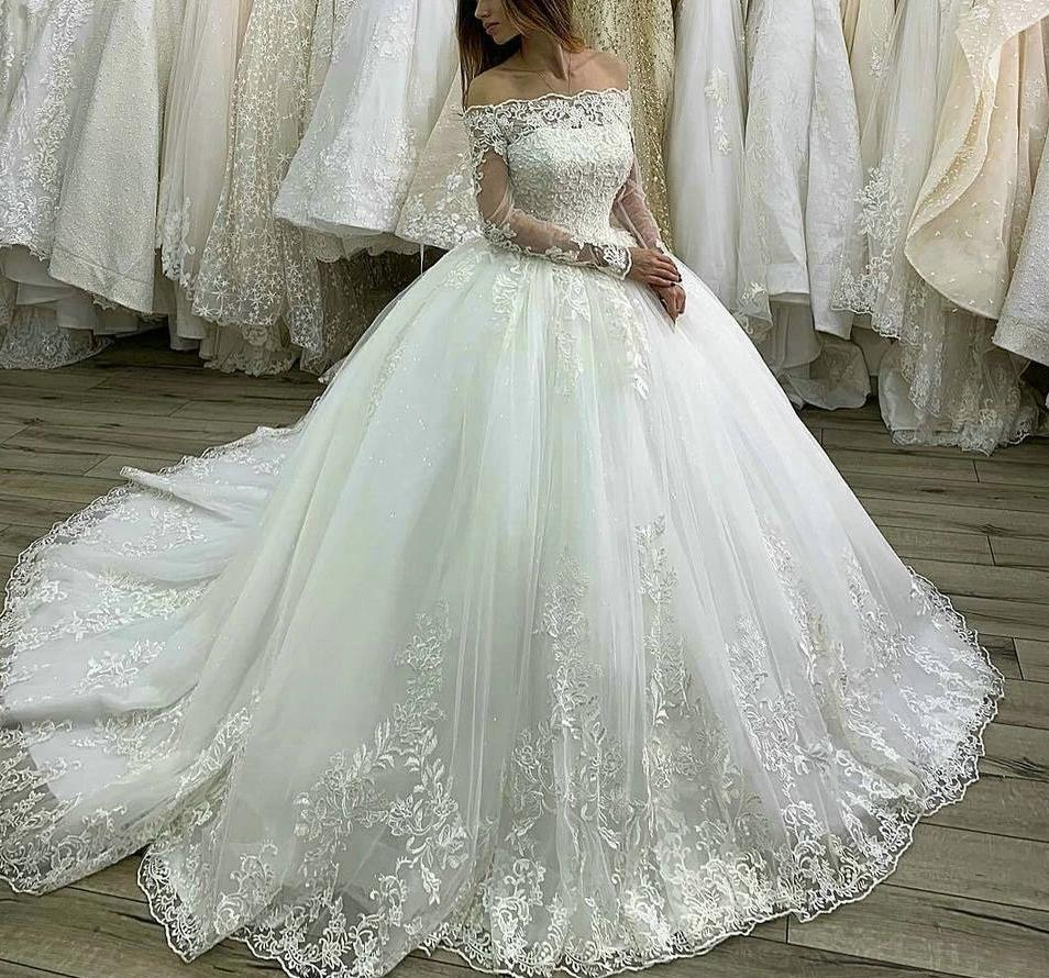 Princess Ball Gown Wedding Dress With Lace Applique