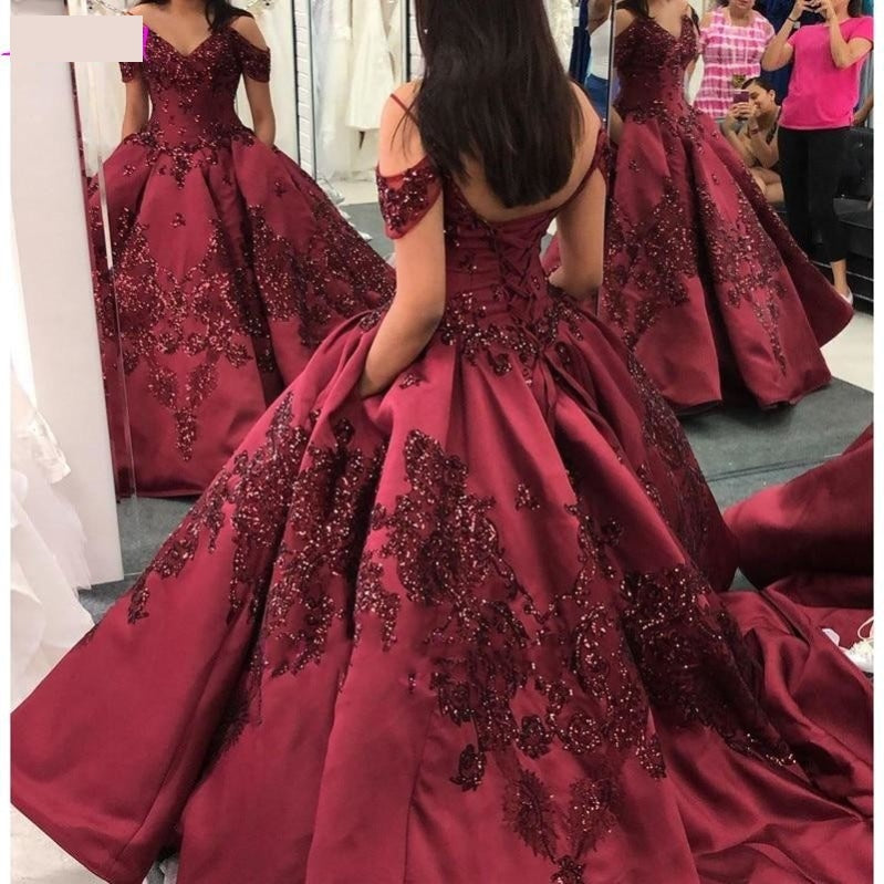 Princess Burgundy Ball Gown Quinceañera Dress Off Shoulder Sequins Lace Appliqued Sweet 16 Gown
