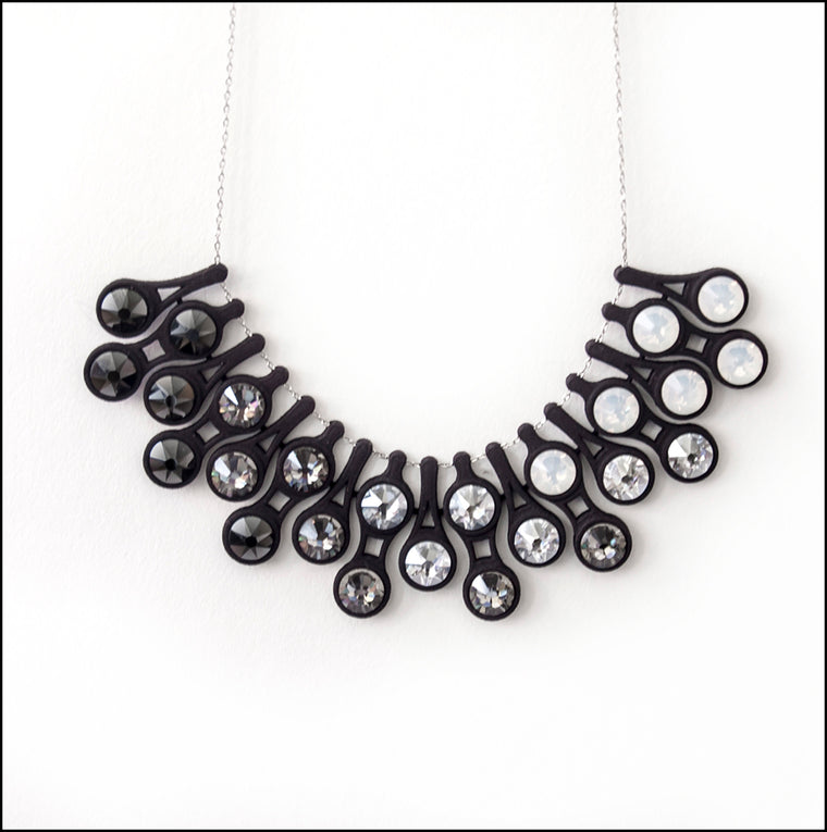 Dewdrop Necklace in Gradient Black
