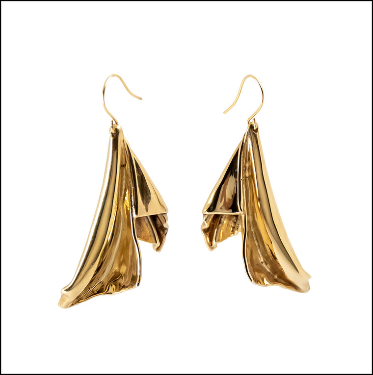 En l'Air Statement Earrings in 18 Karat Gold