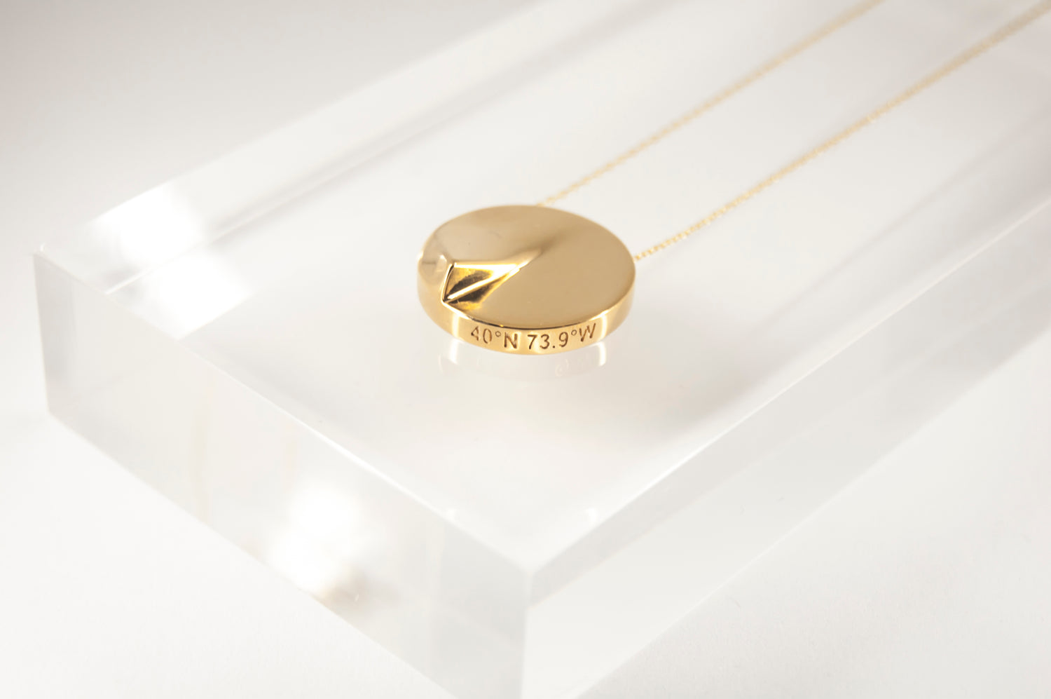 Heliodon Pendant in Gold