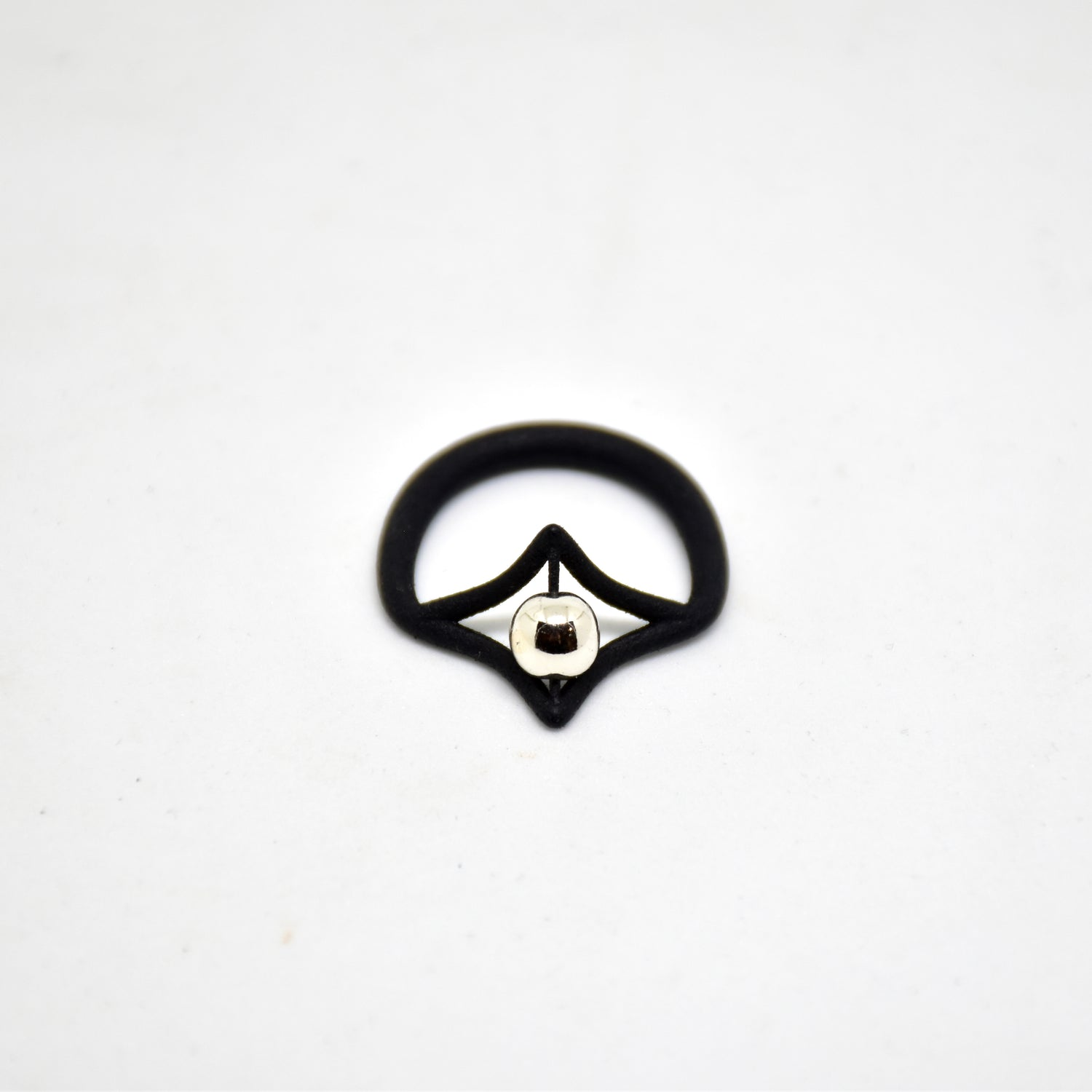 Petal Simple Ring in Black