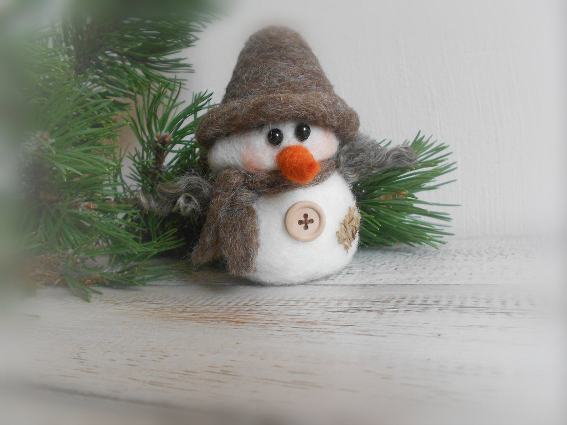 Snowman figurine, Rustic Christmas decoration