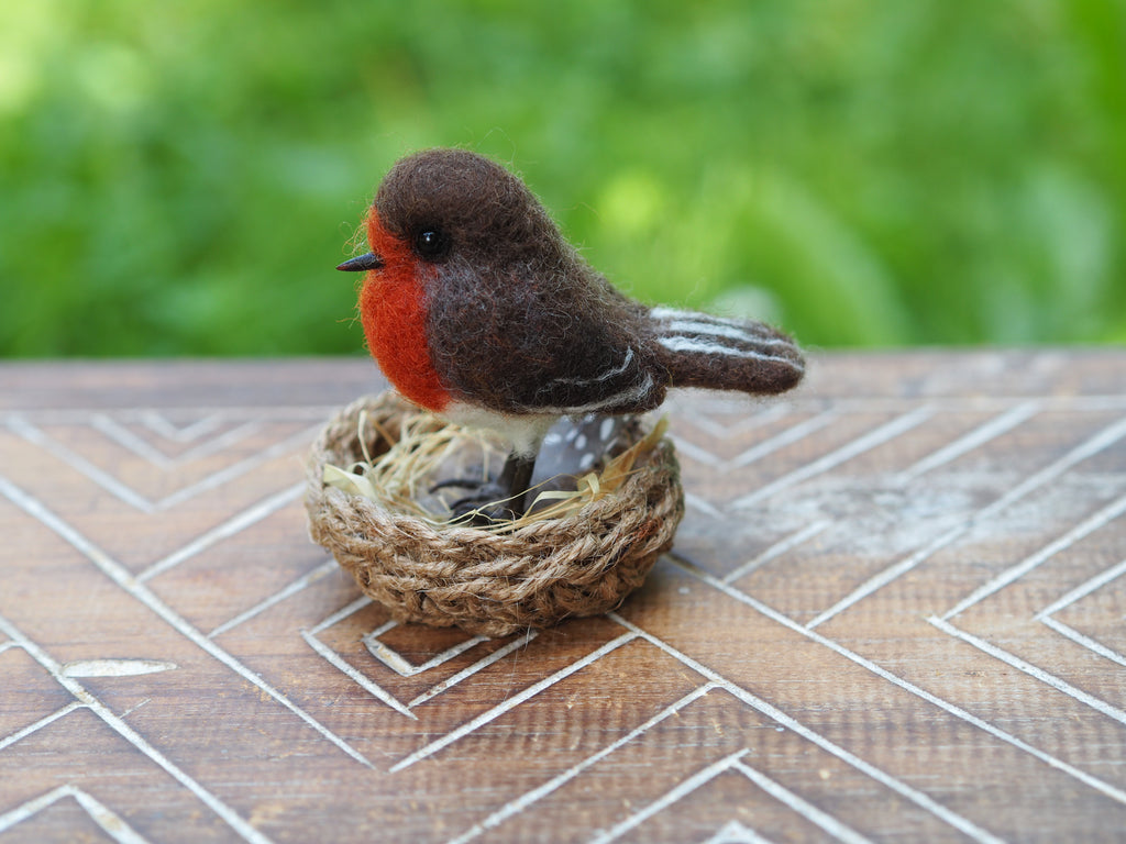 Needle felt miniature realistic Robin, Felted bird