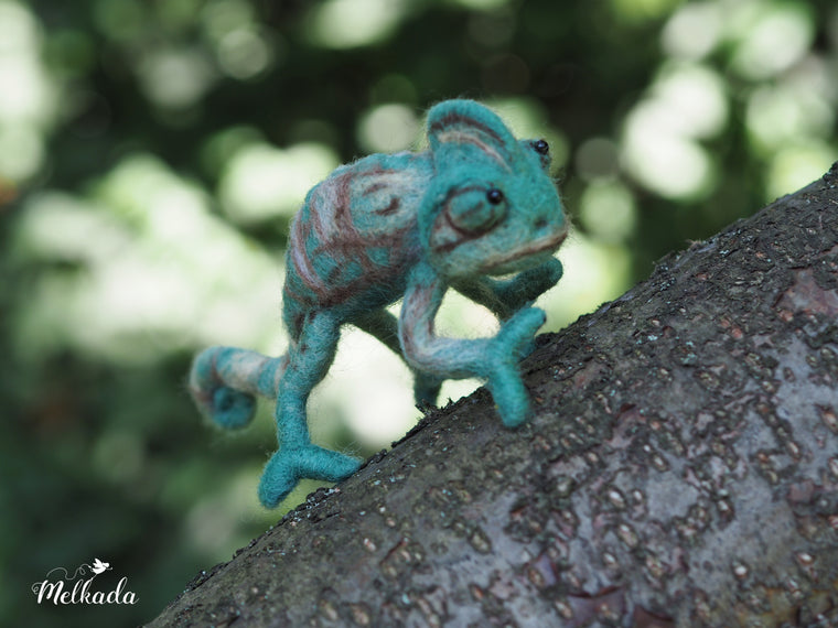 Needle Felted realistic chameleon, Cute felt animal, Animal figurines, Chameleon decor