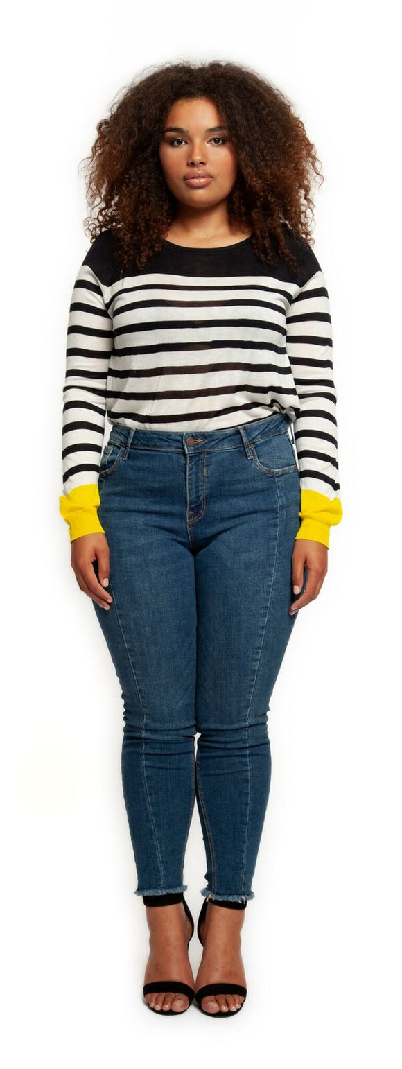 Mid-rise Raw Edge Skinny Denim