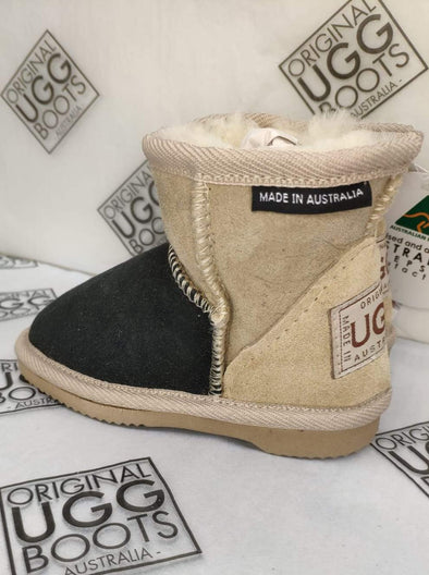 KIDS BLACK/SAND SHORT UGG BOOTS (6-7)