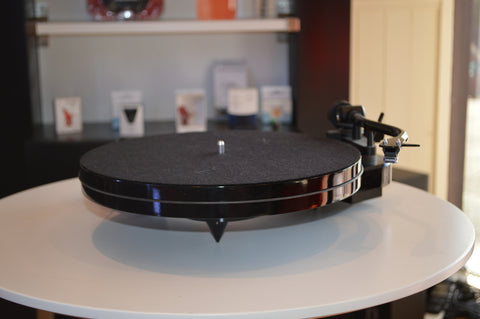 Pro-Ject RPM1 Carbon Turntable (Various cartridge options) Ex Demo - Kronos AV