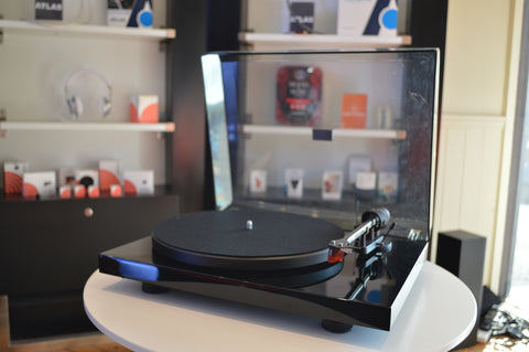 Pro-ject Debut III DC Carbon Turntable (Ex Display)
