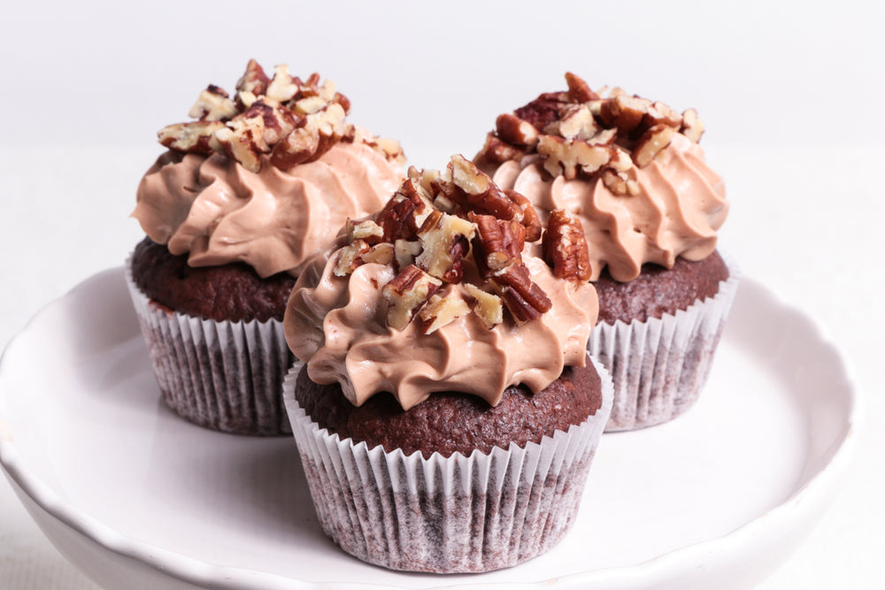 Laden Sie das Bild in den Galerie-Viewer, Chocolate Bourbon Pecan Pie Cupcake