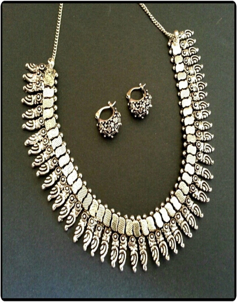 Classic Necklace Set