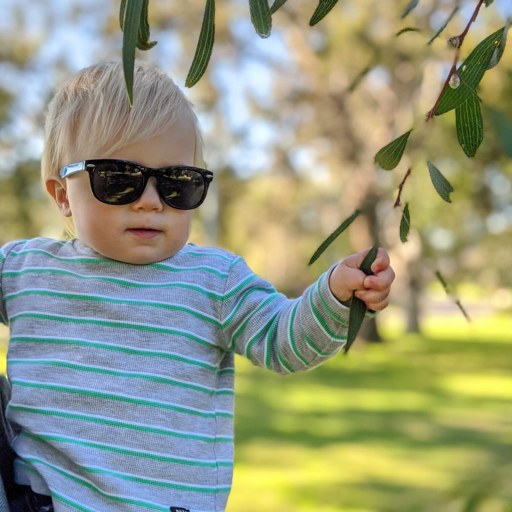 Why is it important for kids to wear sunglasses?