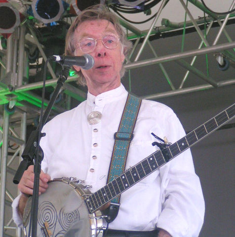 ic: Tommy Makem with triskelion on 5-string banjo.