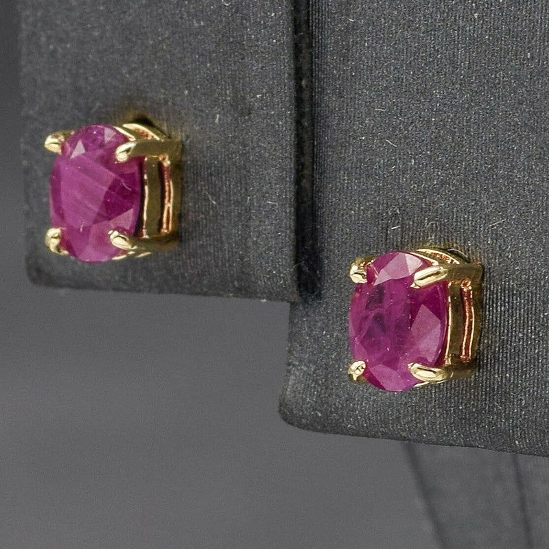 Estate 14K Yellow Gold Ruby Oval Stud Earrings 4.9 x 3.9 mm -New on Card
