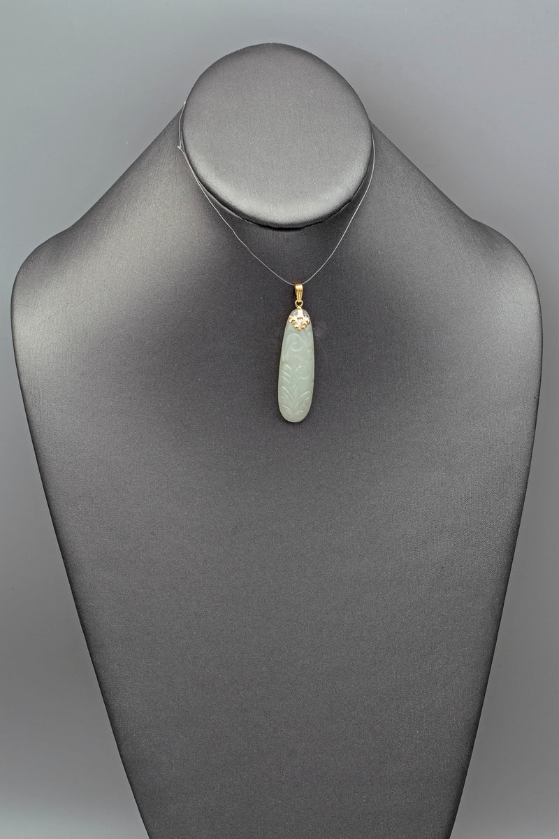 Vintage 14K Yellow Gold Celadon Jade Carved Oval Pendant