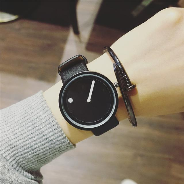 Minimalist dot quartz watch
