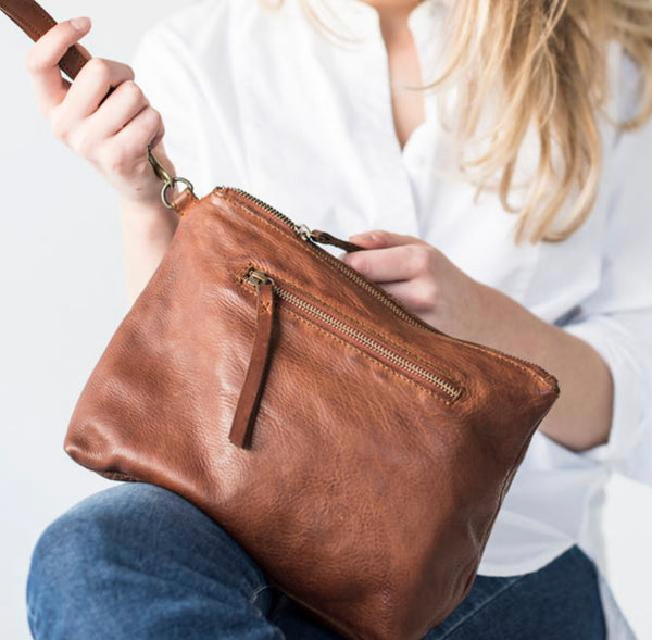 Essential Leather Large Pouch / Crossbody bag - Cognac