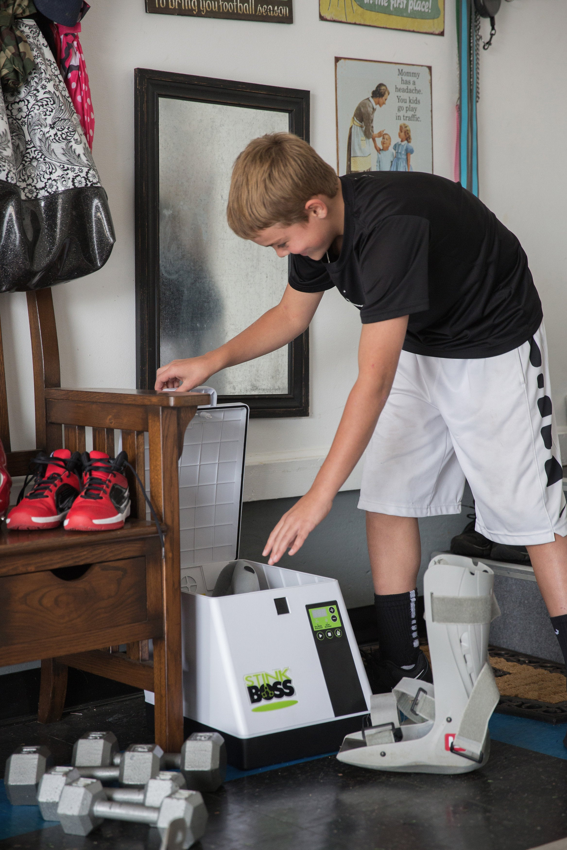 Eliminating Odor with the  StinkBOSS® Athletic Gear and Shoe Deodorizer Machine