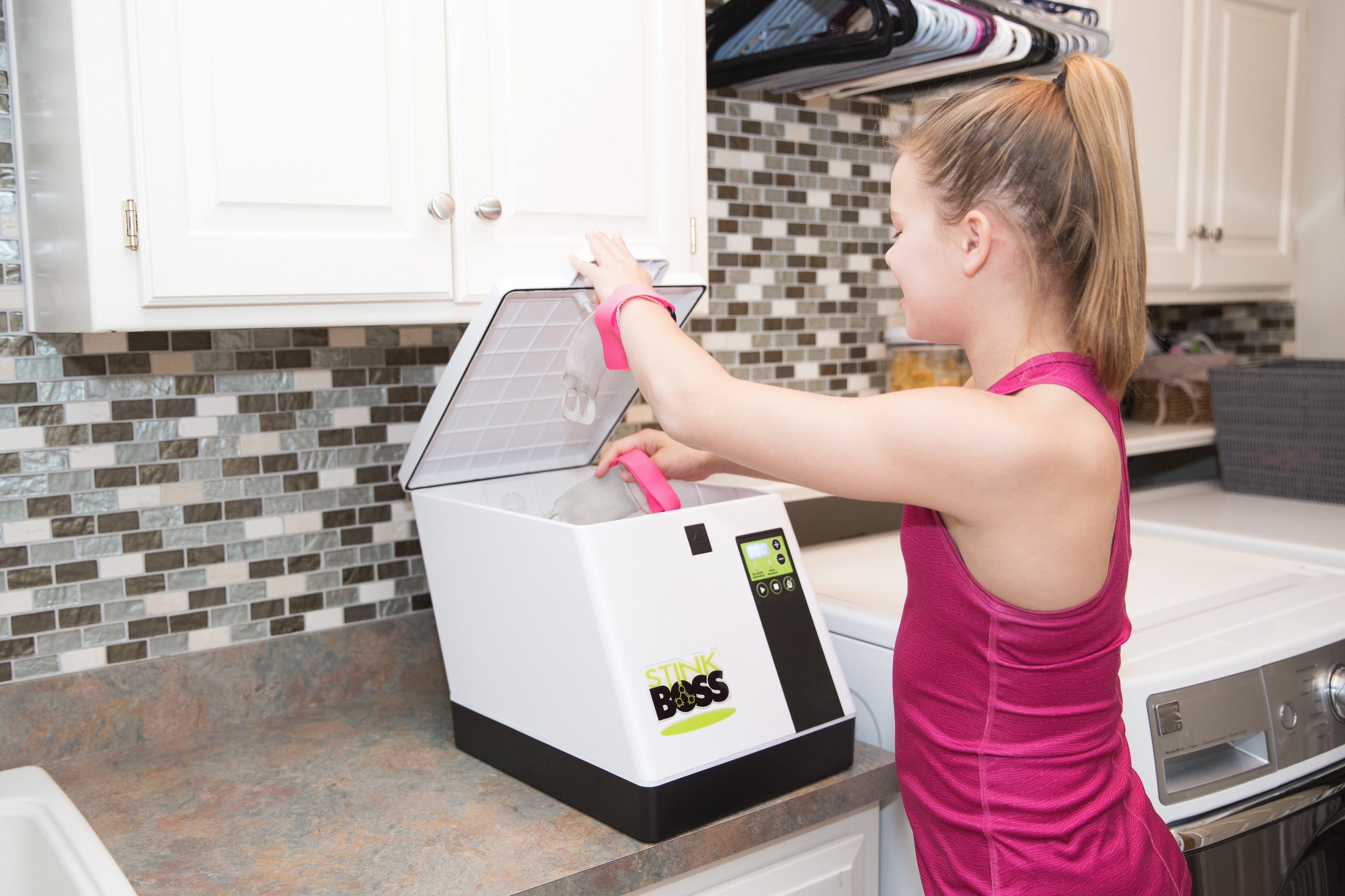 Using the StinkBOSS® Athletic Gear and Shoe Deodorizer Machine to Remove Odor From Boxing Wraps