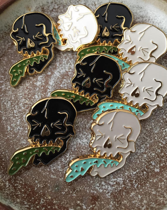 Puke Skull Lapel Pin (Black)