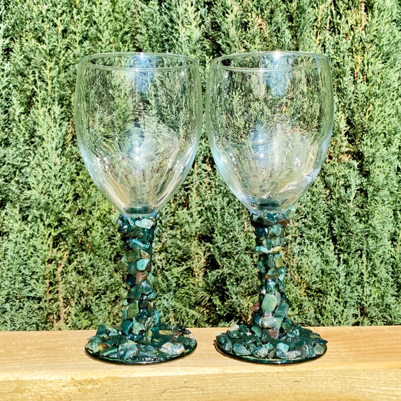 Set of 2 Wine Glasses with Bloodstone Crystals