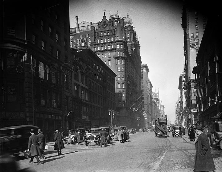 Fifth Avenue Past The Waldorf Astoria