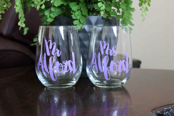 Personalised couple glasses, valentines day, wedding wine glasses, wedding decor, Mr and Mrs, toasting glasses, stemless wine glasses
