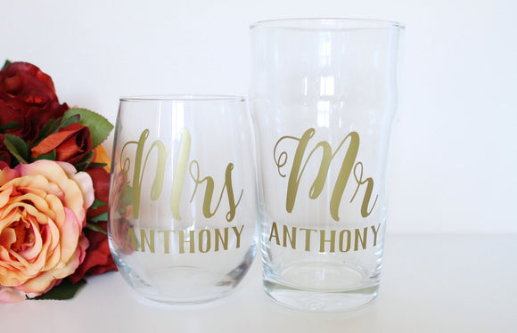 Personalised Wedding glasses, wedding favours, valentines gift, wedding decor, Mr and Mrs, toasting glasses, Bride and groom gift