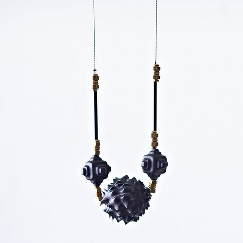 Polly seed necklace black