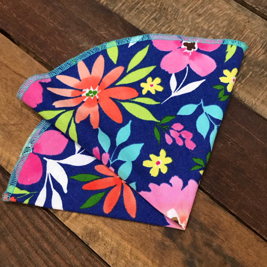 Tropical Floral Pocket Round