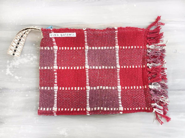 Rug clutch bag in red color and vichy design