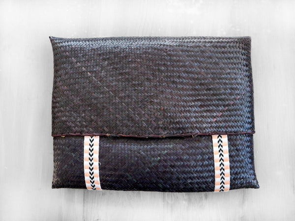 COCONUT - SOLID straw clutch