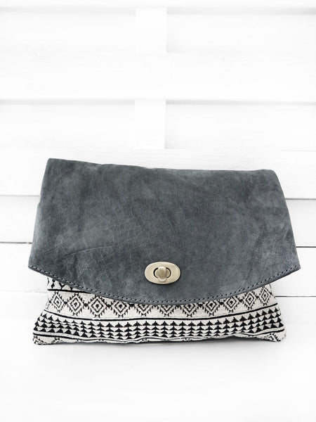 SHOPPER clutch
