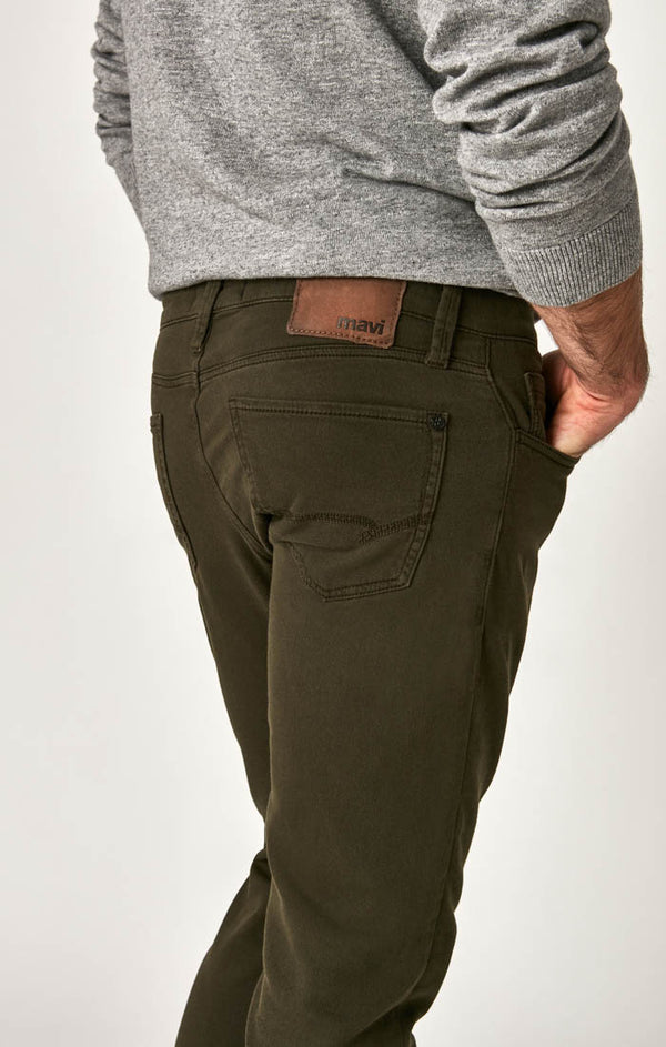 JAKE SLIM LEG JEANS IN DARK GREEN SPORTY - Mavi Jeans