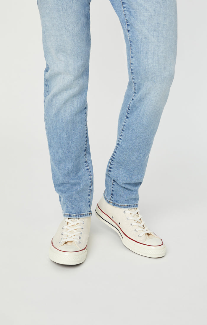 JAKE SLIM LEG JEANS IN LIGHT DISTRESSED ORGANICMOVE - Mavi Jeans