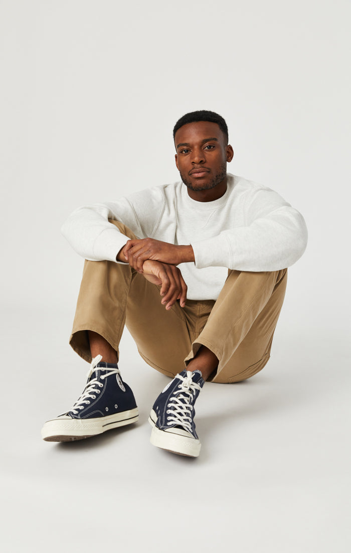 ZACH STRAIGHT LEG PANTS IN BRITISH KHAKI TWILL - Mavi Jeans