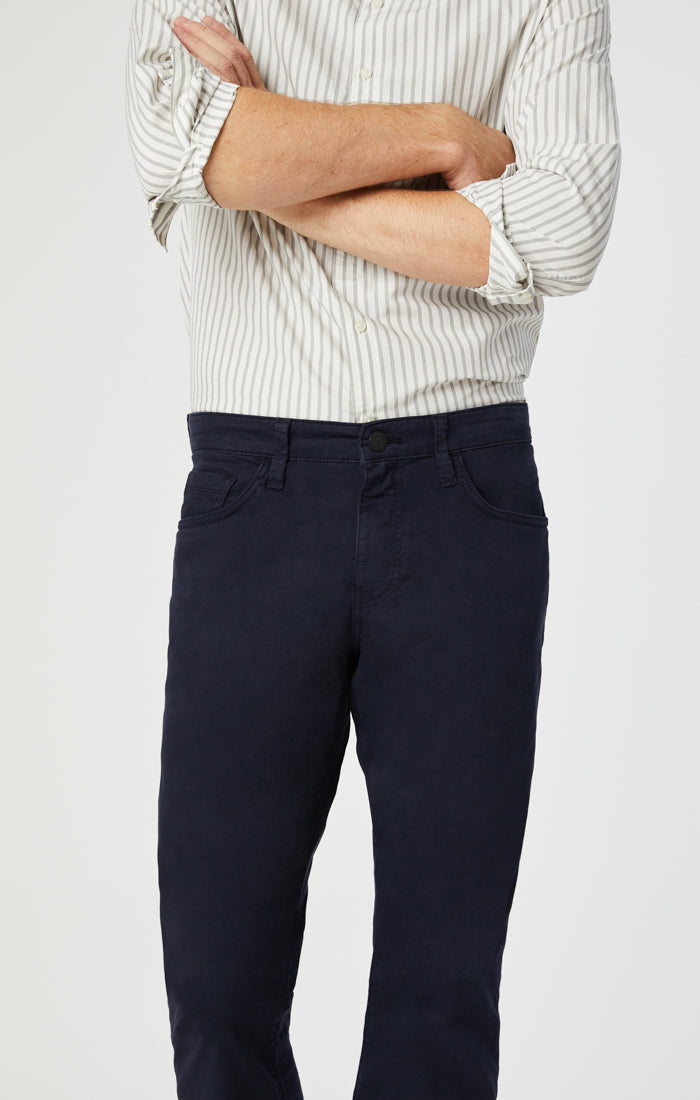 ZACH STRAIGHT LEG PANTS IN DARK NAVY TWILL - Mavi Jeans