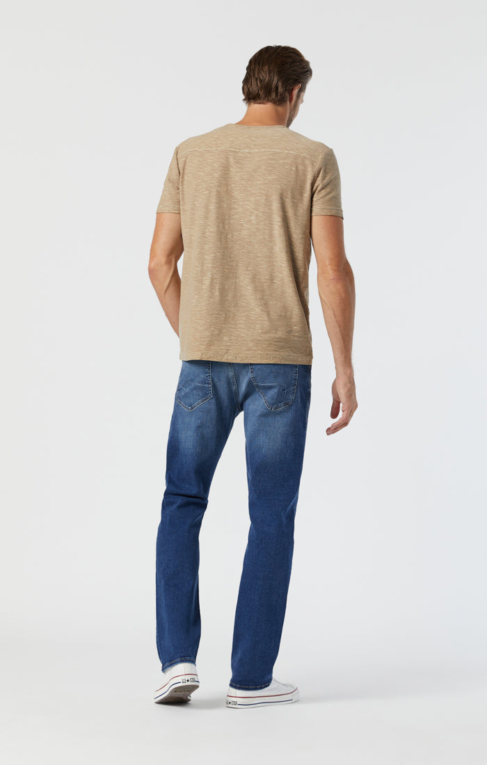 ZACH STRAIGHT LEG JEANS IN MID BRUSHED ORGANIC MOVE - Mavi Jeans