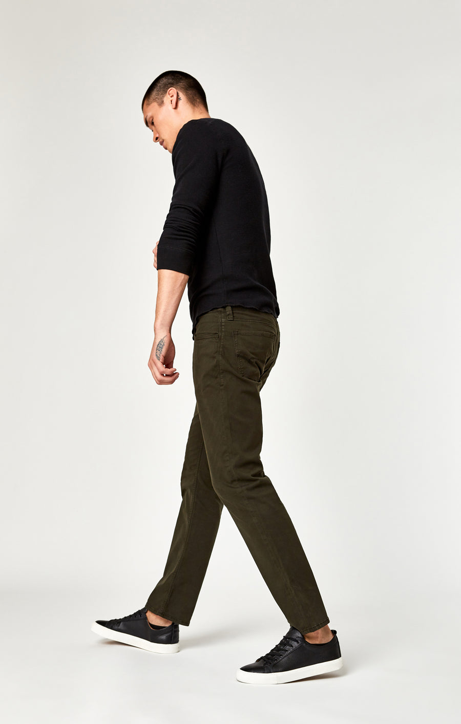 ZACH STRAIGHT LEG PANTS IN DARK GREEN TWILL - Mavi Jeans